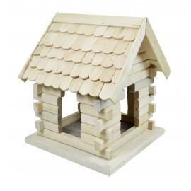 Drewniany karmnik dla ptaków domek